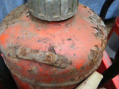 腐食した消火器3